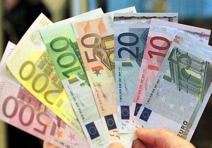 بازار ارز به کدام سو میرود؟/ هر روز تاخیر در دسترسی به منابع ارزی به اقتصاد ایران ضربه میزند