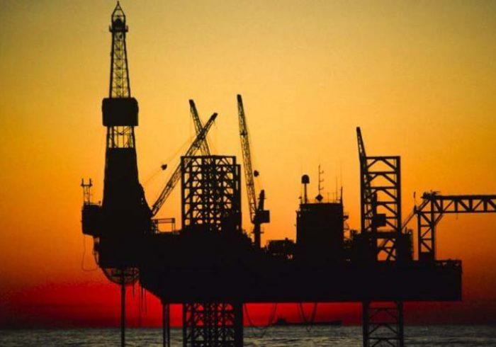 مردم به خرید نفت نیاز ندارند/ شرط موفقیت عرضه اوراق سلف نفتی