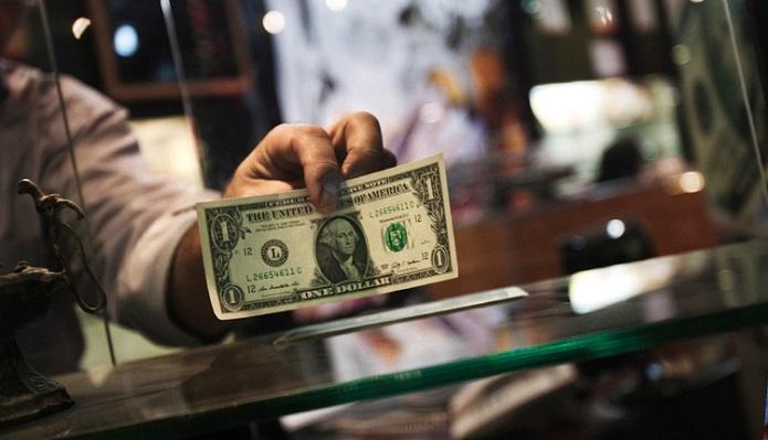 همراه با ریزش اندک بهای جهانی طلا، توقف رشد دلار
