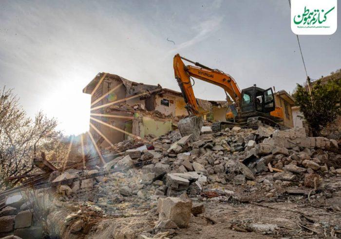 مشارکت جمعیت امام رضاییها در بازسازی منازل زلزله زدگان سی سخت