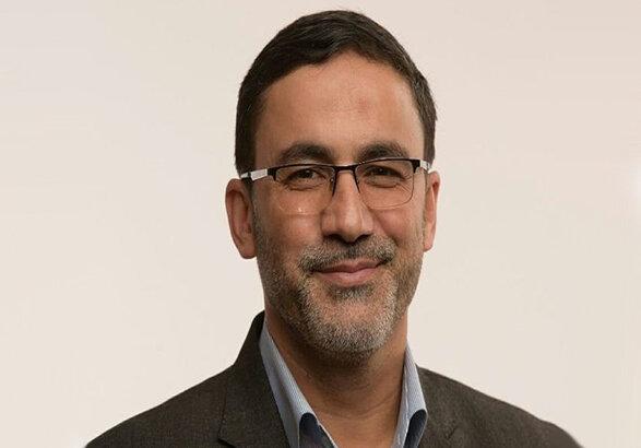 رزم حسینی می تواند مشکلات موجود را حل و فصل کند